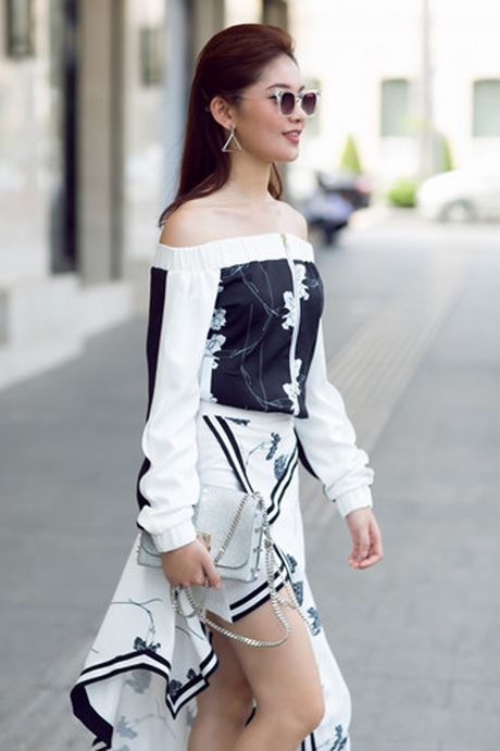 A hau Thuy Dung xuong pho voi street style ruc ro - Anh 11