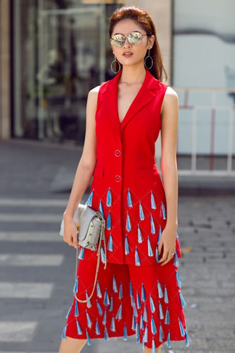 A hau Thuy Dung xuong pho voi street style ruc ro - Anh 2
