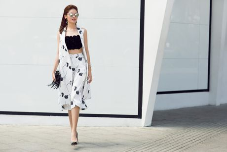 A hau Thuy Dung xuong pho voi street style ruc ro - Anh 4