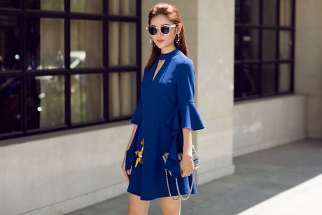A hau Thuy Dung xuong pho voi street style ruc ro - Anh 6