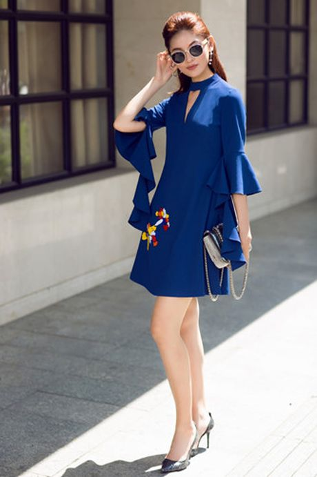 A hau Thuy Dung xuong pho voi street style ruc ro - Anh 8