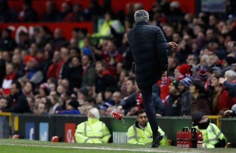The thao 24h: Ban lanh dao MU canh cao Mourinho - Anh 1
