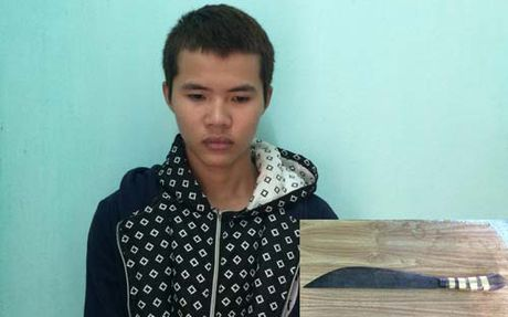 Thanh Hoa: Dung xe don khach, tai xe taxi bi dam nhap vien - Anh 1