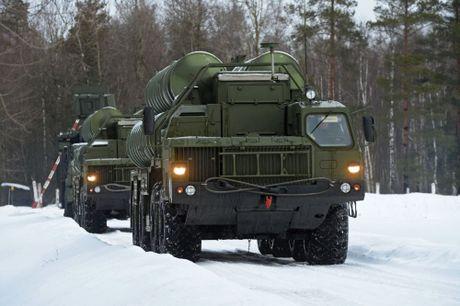 Bo Quoc phong Nga tiep nhan 5 trung doan ten lua S-400 Triumf - Anh 1