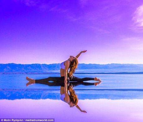Phong tap yoga 'chuan ngan sao' cua nu phi cong 29 tuoi - Anh 7