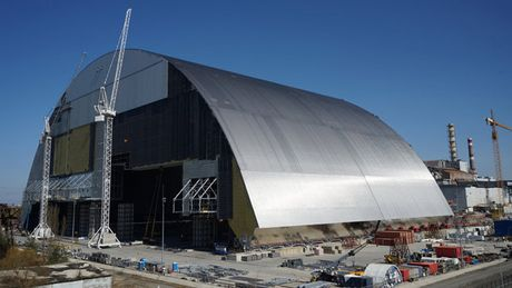 Hoan thanh 'quan tai thep' cho Nha may Chernobyl - Anh 1
