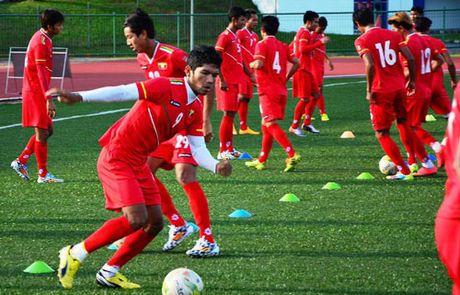 'Messi Thai' than trong truoc doi thu Myanmar - Anh 1