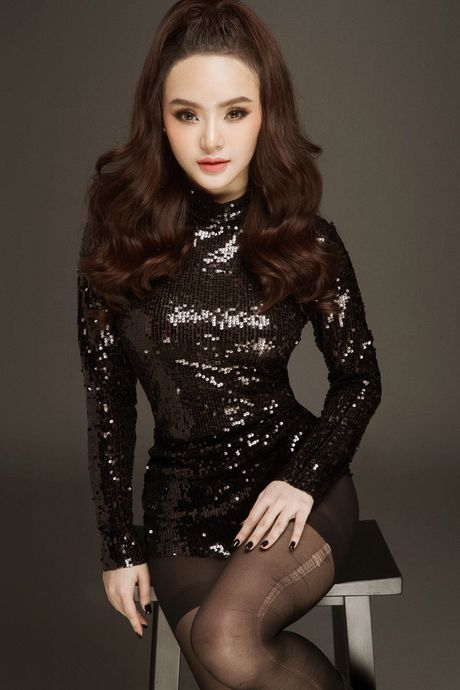 Duong cong tuoi 19 cua em gai Angela Phuong Trinh - Anh 1