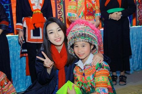 Du mac gian di, hoa hau My Linh van dep 'don tim' - Anh 1