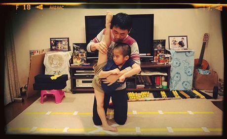 Choang voi truyen nhan 6 tuoi bung 6 mui cua Ly Tieu Long - Anh 11