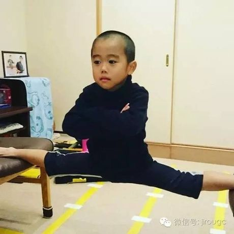 Choang voi truyen nhan 6 tuoi bung 6 mui cua Ly Tieu Long - Anh 15