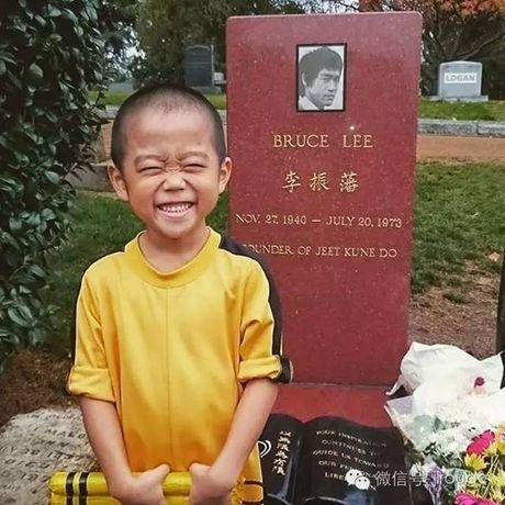 Choang voi truyen nhan 6 tuoi bung 6 mui cua Ly Tieu Long - Anh 19