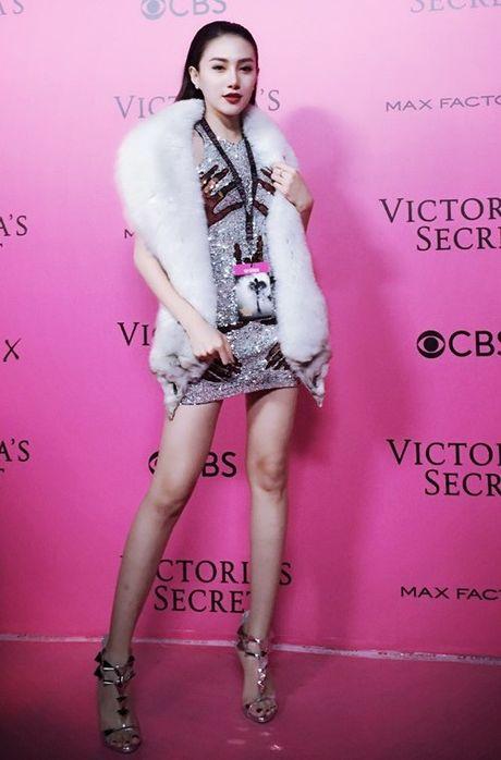 Ngoc Duyen - Le Ha mac sanh dieu, dot nhap hau truong Victoria's Secret - Anh 1