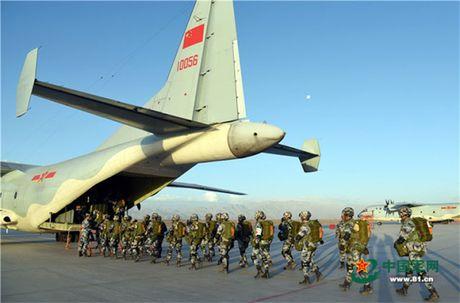 Lo nuoc dau tien dam mua van tai co Y-9E Trung Quoc - Anh 2