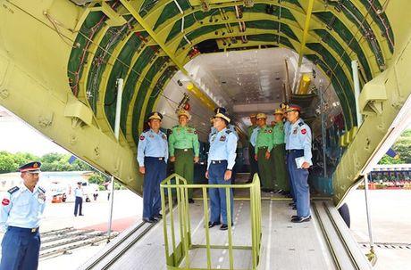 Lo nuoc dau tien dam mua van tai co Y-9E Trung Quoc - Anh 7