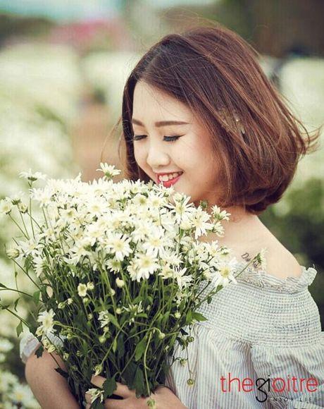 10X khoe ve dep tinh khoi giua vuon cuc hoa mi - Anh 8