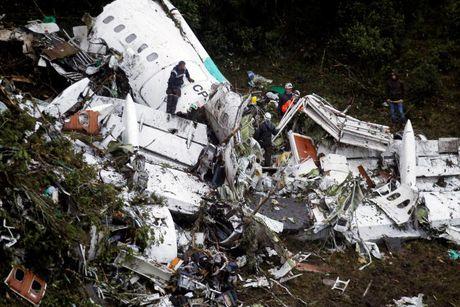 72 nguoi thiet mang trong vu tai nan may bay o Colombia - Anh 1