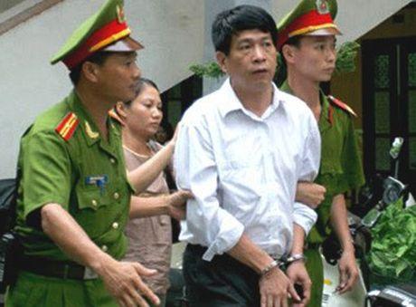 Cuu Tong Giam doc PMU 18 Bui Tien Dung khong co ten trong danh sach dac xa - Anh 1