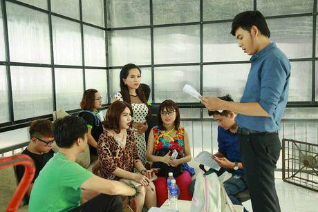 He lo hinh anh hau truong sitcom moi Xin chao ong chu - Anh 1