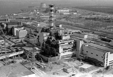 "Ukraine ""chon"" Chernobyl trong ""quan tai"" khong lo - Anh 3"
