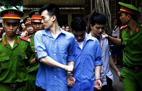 Lo chuyen bao dong cho ban, ba thanh nien dam chet nguoi - Anh 1