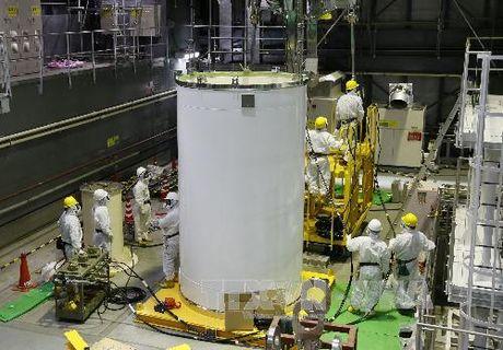 Mat hon 200 ty USD de don dep tham hoa hat nhan Fukushima - Anh 1