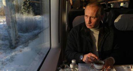 Nam dieu khien Tong thong Putin lo ngai khong yen - Anh 1
