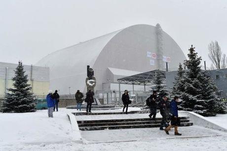"""Dong nap """"quan tai"""" nang gap ba Thap Eiffel cho Chernobyl - Anh 1"""