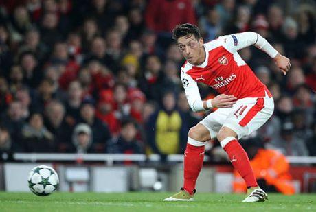 Ozil khong kien tao la…phuc lanh cho Arsenal - Anh 1