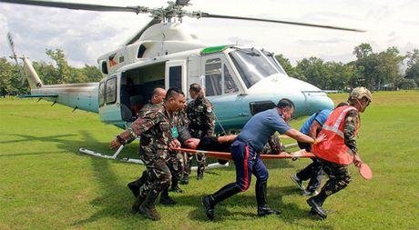 Xe cua Tong thong Philippines bi danh bom, 7 nguoi vao vien - Anh 1