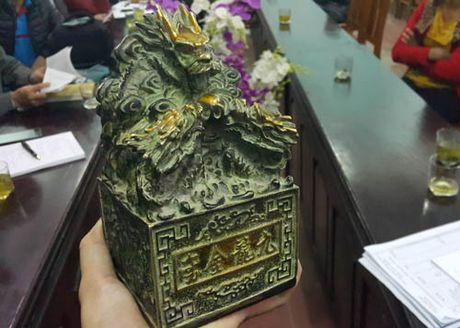 Hien vat giong an tin duoc dua ve bao tang cho tham dinh - Anh 2