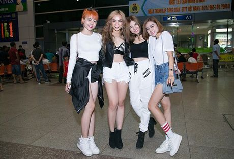 S-Girls cuc 'chat' o san bay, don DJ sieu dien trai sang tham gia The Remix - Anh 1