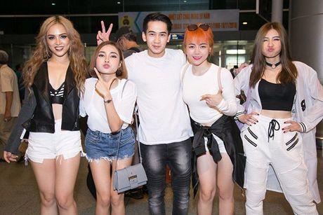 S-Girls cuc 'chat' o san bay, don DJ sieu dien trai sang tham gia The Remix - Anh 3