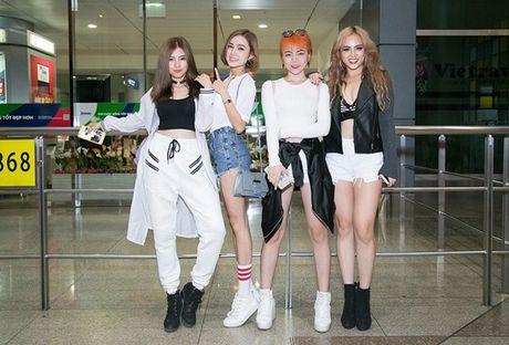 S-Girls cuc 'chat' o san bay, don DJ sieu dien trai sang tham gia The Remix - Anh 4