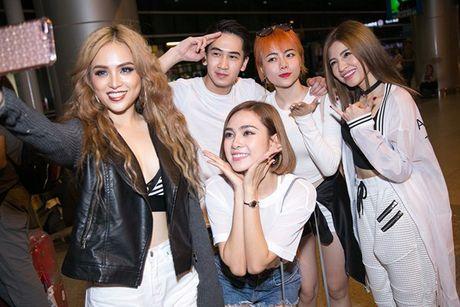 S-Girls cuc 'chat' o san bay, don DJ sieu dien trai sang tham gia The Remix - Anh 5