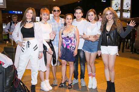 S-Girls cuc 'chat' o san bay, don DJ sieu dien trai sang tham gia The Remix - Anh 6