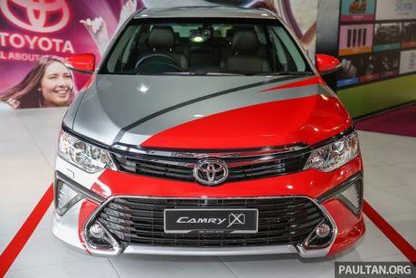 Sau Viet Nam, Toyota Camry ban nang cap ra mat tai Malaysia - Anh 11