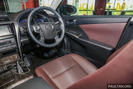 Sau Viet Nam, Toyota Camry ban nang cap ra mat tai Malaysia - Anh 8