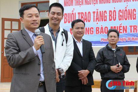 MC Phan Anh trao bo cho ba con vung lu Huong Khe - Anh 5
