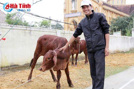 MC Phan Anh trao bo cho ba con vung lu Huong Khe - Anh 7