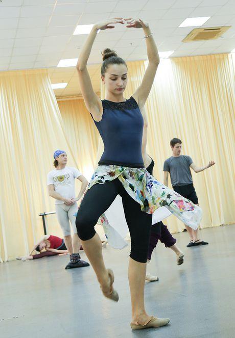 Vo ballet Ho Thien Nga lan dau tien ra mat khan gia Viet - Anh 5