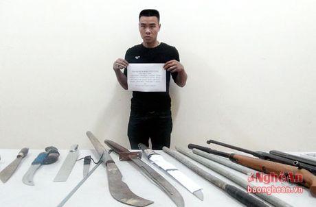2 gio truy bat doi tuong tang tru nhieu vu khi nong co y gay thuong tich - Anh 1
