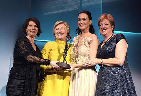 Hillary Clinton bat ngo tai xuat tai su kien cua Unicef - Anh 1