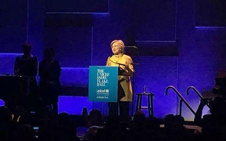 Hillary Clinton bat ngo tai xuat tai su kien cua Unicef - Anh 2