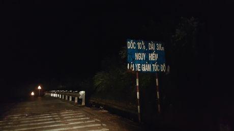 Nua dem theo chan cac chien sy CSGT tuan luu tren ngon doi nguy hiem bac nhat Viet Nam - Anh 1