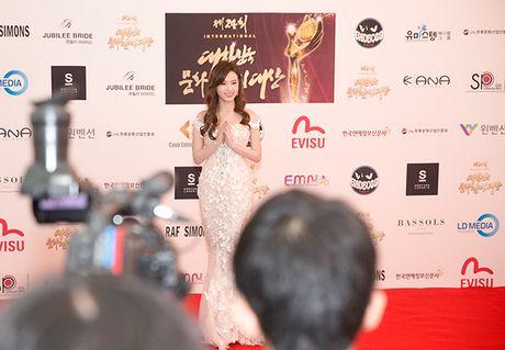 Midu bat ngo nhan giai dien vien Chau A xuat sac tai Korean Culture Entertainment Awards 2016 - Anh 1