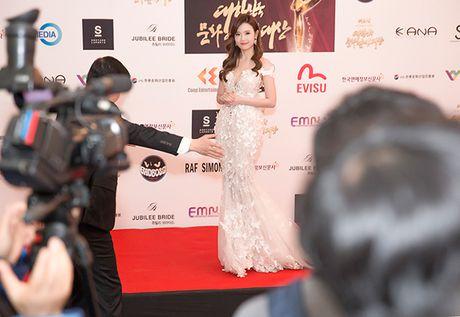 Midu bat ngo nhan giai dien vien Chau A xuat sac tai Korean Culture Entertainment Awards 2016 - Anh 2