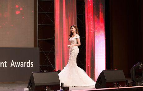 Midu bat ngo nhan giai dien vien Chau A xuat sac tai Korean Culture Entertainment Awards 2016 - Anh 3