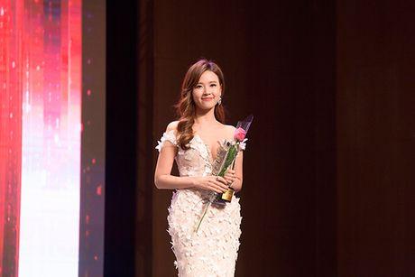 Midu bat ngo nhan giai dien vien Chau A xuat sac tai Korean Culture Entertainment Awards 2016 - Anh 5