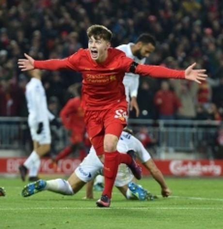 Ben Woodburn – cau thu ghi ban tre nhat cua Liverpool - Anh 1